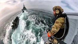 Video lính đặc công Anh bay trên biển nhờ 'áo phản lực'