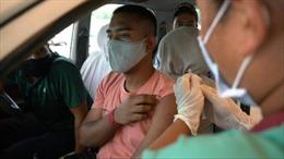 Mô hình tiêm vaccine COVID-19 kiểu 'lái xe tạt qua' ở New Delhi
