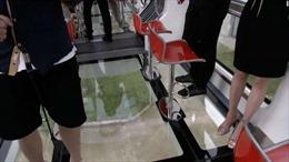 Tàu điện trong suốt lăn bánh ở Trung Quốc,hành khách ngắm cảnh 270 độ