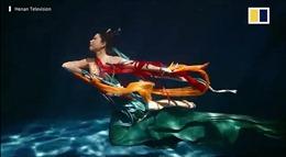 Ngắm 'Nữ thần sông' Trung Quốc múa đầy mê hoặc ở dưới nước