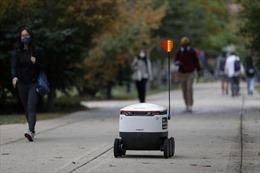 Robot đi siêu thị hộ - Cứu tinh của những người cách ly vì COVID-19