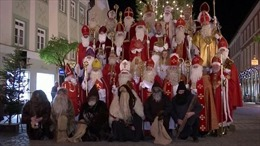 Lễ diễu hành ông già Noel lớn nhất thế giới