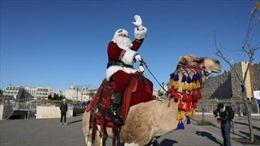 Ông già Noel tới thăm vùng đất thánh Jerusalem