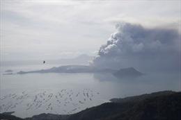 Thủ đô Philippines tê liệt vì tro bụi núi lửa
