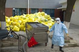 Rác thải y tế chất như núi tại Trung Quốc sau đợt cao điểm bùng phát dịch COVID-19