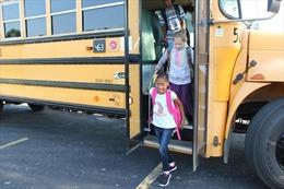 Trường học đầu tiên tại Mỹ mở cửa trở lại