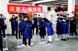 Nhà máy tại Trung Quốc bị chỉ trích vì tổ chức 'cuộc thi hôn' mừng đi làm trở lại