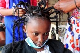 Độc đáo kiểu tóc virus SARS-CoV-2 tại Kenya
