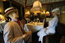 Dịch vụ ăn tối cùng ma-nơ-canh trong các nhà hàng sau dịch COVID-19