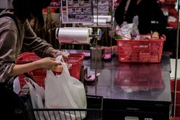 Nhật Bản bắt đầu thu phí túi ni-lông