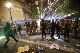 Đụng độ bạo lực tiếp diễn tại Mỹ