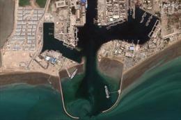 Iran đưa mô hình tàu sân bay Mỹ ra biển tập trận