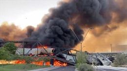 Tàu bốc cháy gây sập cầu tại Mỹ