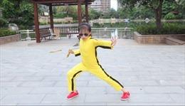 Bé gái 7 tuổi múa côn nhị khúc điêu luyện như Lý Tiểu Long