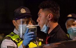 Malaysia tăng hình phạt đối với tài xế uống rượu bia