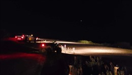 Đường băng gặp sự cố, dân làng soi đèn pha giúp máy bay hạ cánh khẩn