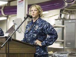 Nữ chỉ huy đầu tiên của tàu sân bay hạt nhân Mỹ
