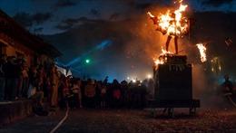 Độc đáo lễ 'đốt quỷ trừ tà' trước lễ Giáng sinh