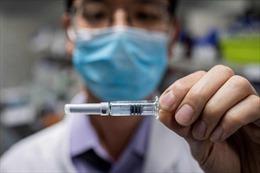 Ai sẽ chịu trách nhiệm nếu vaccine COVID-19 gây tác dụng phụ: Nhà sản xuất hay chính phủ?