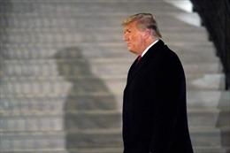 Rộ tin Tổng thống Trump dự định chia tay Nhà Trắng bằng 21 phát đại bác