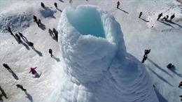 Chiêm ngưỡng 'núi lửa băng' kỳ lạ xuất hiện tại Kazakhstan