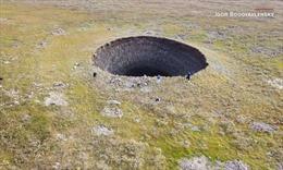 Giải mã bí ẩn những hố trũng khổng lồ ở Siberia