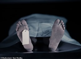 Người đàn ông đã chết bỗng sống lại trên bàn mổ khám nghiệm tử thi