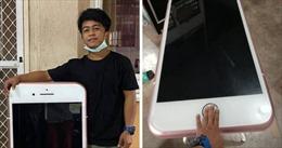 Mua iPhone giá rẻ trên mạng, thanh niên tá hỏa vì nhận được 'iPhone khổng lồ'