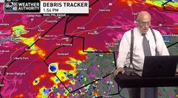 Chuyên gia thời tiết phát hiện lốc xoáy ập vào nhà khi đang lên sóng truyền hình