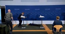 Video quan chức y tế Đan Mạch ngất xỉu khi tuyênbố dừng tiêm vaccine AstraZeneca
