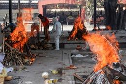 Lò hoả táng nạn nhân COVID-19 Ấn Độ hoạt động đến mức nóng chảy