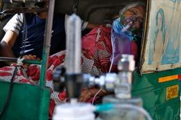 Cảnh tượng tàn khốc ở Ấn Độ: Bệnh nhân COVID-19 xếp hàng để... thở