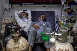 Các bệnh viện Ấn Độ phải nhờ tòa án hỗ trợ tìm kiếm oxy cho bệnh nhân COVID-19