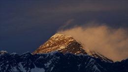 Trung Quốc lập 'dải phân cách' trên đỉnh Everest ngăn COVID-19 lan từ Nepal