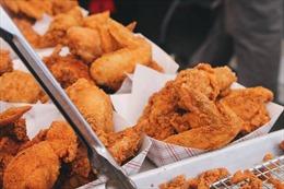 Lợi dụng kẽ hở để ăn gà rán miễn phí suốt 6 tháng, thanh niên bị phạt tù 2,5 năm