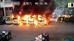 Hàng loạt xe buýt điện bất ngờ bốc cháy dữ dội ở Trung Quốc