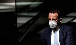 Bộ trưởng Y tế Đức bị kêu gọi từ chức vì bê bối khẩu trang