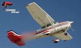 Vali cocaine hơn 10 triệu USD rơi từ máy bay xuống ngôi nhà ở Italy