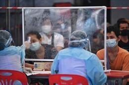 Lao động nhập cư Thái Lan trông chờ 'phao cứu sinh' vaccine COVID-19