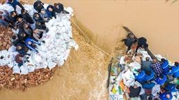 Mưa lũ nhấn chìm hàng nghìn ngôi nhà, phá hủy nhiều con đập ở Trung Quốc