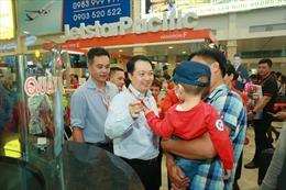Hành khách ấm lòng trên chuyến bay cuối năm về quê đón Tết