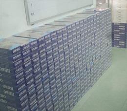 Quản lý thị trường Kiên Giang bắt giữ thuyền máy giấu 7.000 bao thuốc lá nhập lậu