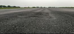 Thủ tướng yêu cầu báo cáo tình trạng xuống cấp đường băng sân bay Nội Bài