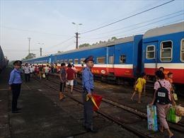 Hành khách đường sắt mệt mỏi vì chậm chuyến