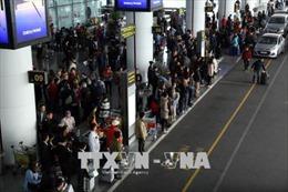 Sân bay Nội Bài ùn tắc, hạn chế người nhà đưa tiễn và khuyến cáo hành khách tự làm thủ tục