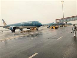 Máy bay Vietnam Airlines chuẩn bị cất cánh thì bị nổ lốp