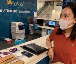 Tiếp viên hàng không trả lại tài sản gần 75 triệu đồng cho hành khách bỏ quên