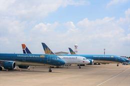Các hãng hàng không chào đón những hành khách đầu tiên năm 2021