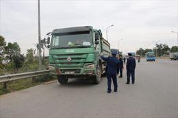 Hai xe quá tải tới hơn 100% cố tình đi qua cầu Thăng Long sau sửa chữa