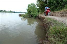 Báo động tình trạng sạt lở kênh Chợ Gạo